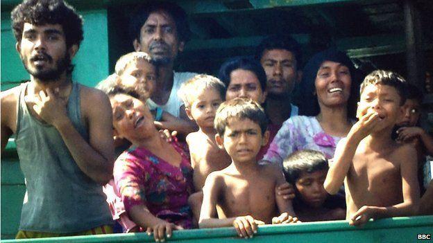 Migrants on stranded boat