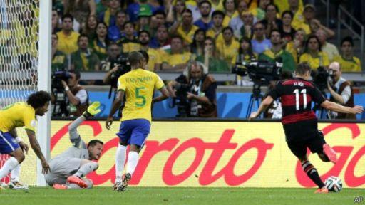 Miroslav Klose oo dhaliyay goolkiisii 16-aad ee koobka adduunka, sidaana waxa uu ku dhigay rikoor cusub, kaddib markii uu hal gool ka kor maray Ronaldo