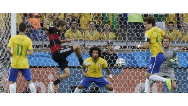Brazil oo dhabarka loo saariyay mid ka mid ah guuldarrooyinkii ugu xumaa ciyaaraha koobka adduunka, Muller ciyaaryahanka goolka ku bilaabay Brazil
