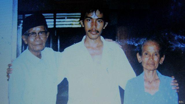 Jokowi kecil 'suka menangis jika ditinggal di rumah' - BBC News Indonesia