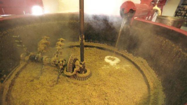 Fermentasyon sürecinde alkolün yanı sıra, içkiye rengini veren bazı toksik yan ürünler de oluşur.