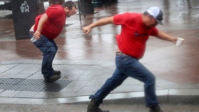 Men dey run inside hurricane