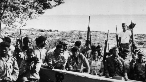 قوات كاسترو تحتفل بانتصارها على المتمردين في خليج الخنازير