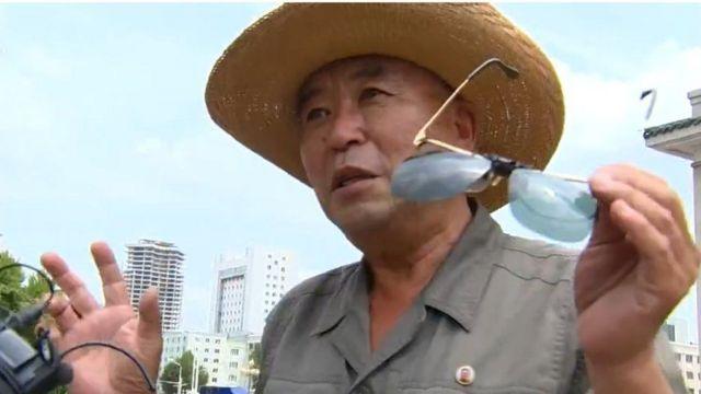 """المواطن الكوري من بيونغ يانغ الذي قال إن """"الجميع بدأ بالبكاء"""" بعد رؤية كيم."""
