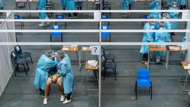 肺炎疫情:香港啟動全民病毒檢測,「政治疫情」下的抗疫之路何去何從 - BBC News 中文