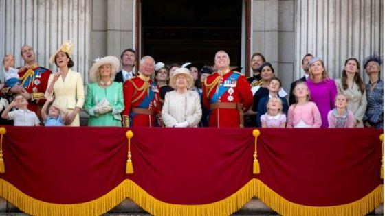 여왕의 공식 생일에 왕실의 구성원