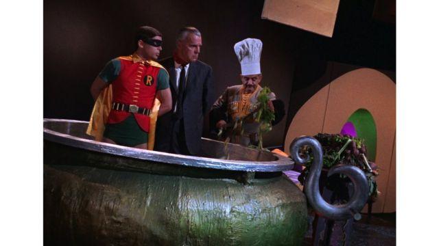 """Приготування """"традиційного весільного борщу з полонених"""" у серіалі """"Бетмен"""""""