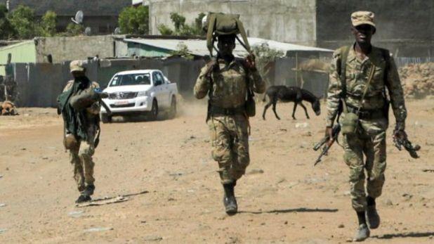 أفراد من القوات الموالية للحكومة.