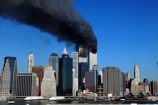 Torres gêmeas em chamas