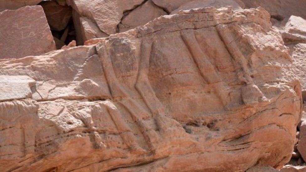 Ці стародавні горельєфи були датовані епохою неоліту, завершальним етапом Кам'яної доби
