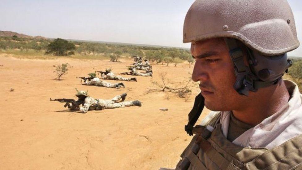 Marines de EE.UU. entrenando a tropas de Nigeria.