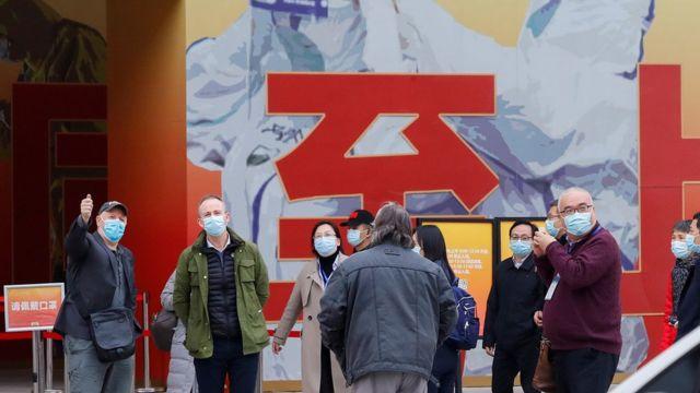 世卫组织溯源团队成员在武汉还参观了抗疫成就展。