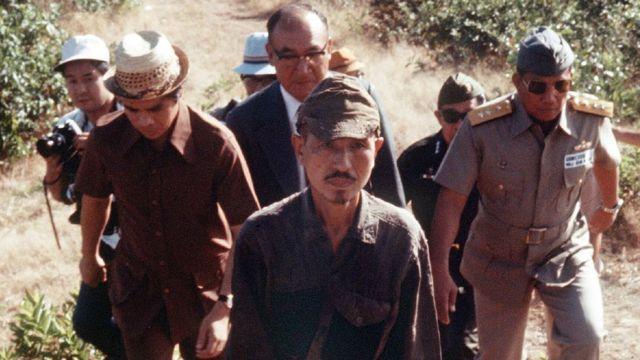 Hiroo Onoda Dhexda) oo duurkii uu ku jiray ka soo baxay sanaddii 1974