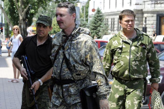 إيغور غيركين وحارسه الشخصي في دونستيك في يوليو/تموز 2014
