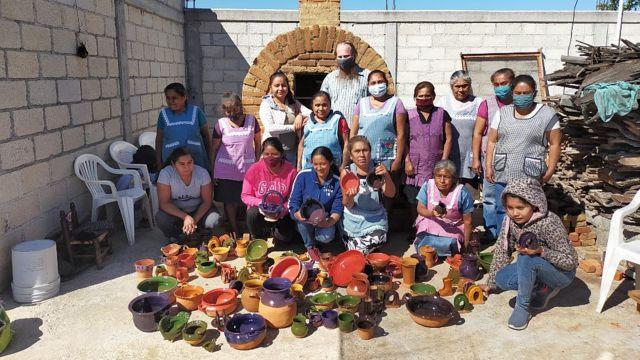 Ceramistas participando de programa Barro Aprobado no México, da ONG Pure Earth