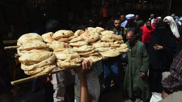 """compromising the price """"loaf of bread"""" In Egypt a sensitive issue"""