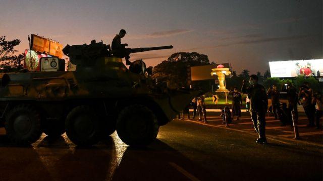 缅甸军队在政变开始后,已经多次派出装甲车,包括在首都内比都。