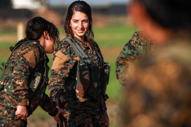 مقاتلات كرديات بعد معارك تل تمر، شمال شرق سوريا، ديسمبر 2018