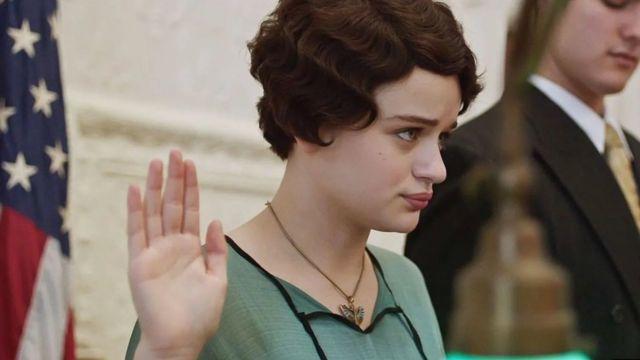 """في الفيلم """"فتيات الراديوم""""تلعب Joy King دور عاملة مصنع وتعارض بشجاعة رؤسائها"""
