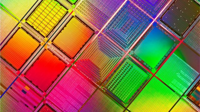 "IBM成功研发高端、节能芯片, 未来手机可能只需""四天一充"" IBM成功研发高端、节能芯片, 未来手机可能只需""四天一充"""
