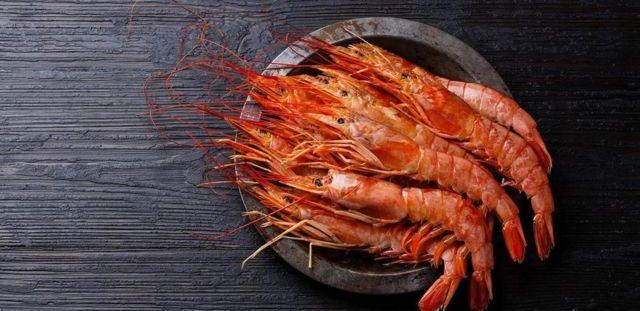 L'une des raisons pour lesquelles le poisson et les fruits de mer peuvent être sains est qu'ils remplacent des aliments moins sains dans notre alimentation.