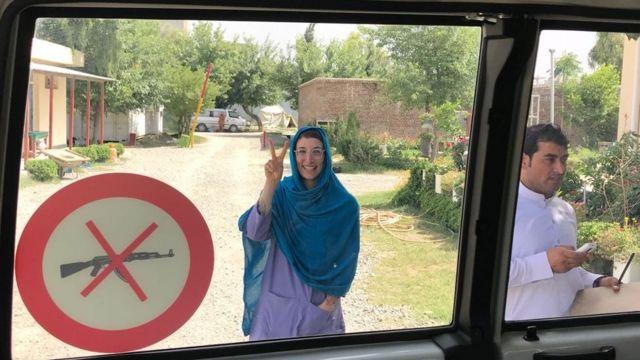 د.رشا أثناء عملها في أفغانستان مع منظمة أطباء بلا حدود