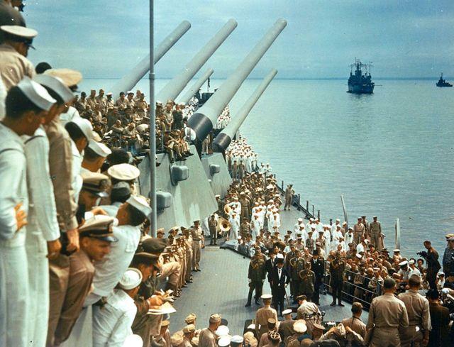 Askartii Japan oo isu dhiibaysa Mareykanka 1945