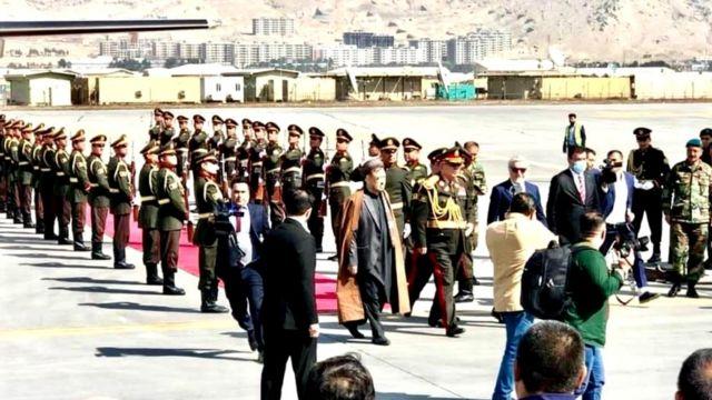 مارشال عبدالرشید دوستم پس از دو سال وارد کابل شد - BBC News فارسی
