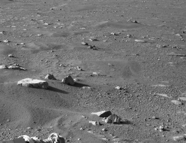 Superfície de Marte capturada pela câmera de navegação direita a bordo (Navcam), 1 de março de 2021