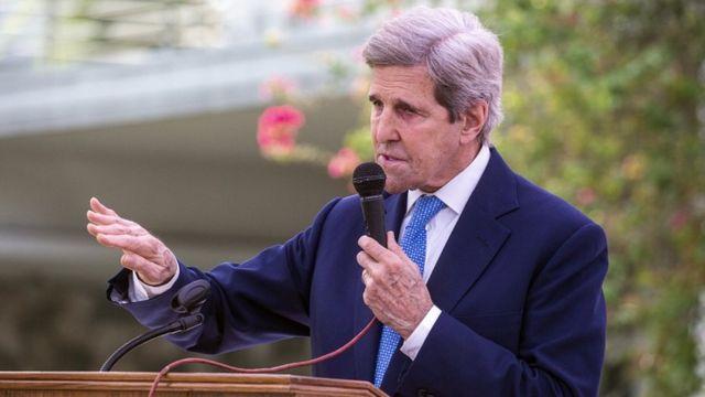 美国气候问题特使约翰·克里(John Kerry)在2021年4月9日在孟加拉国达卡与孟加拉国外交大臣AK阿卜杜勒·莫曼博士举行的联合新闻发布会上讲话