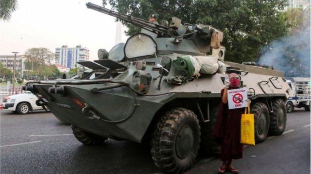 دبابات في شوارع يانغون، 14 فبراير/شباط