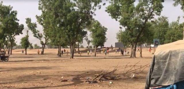 Des manifestants fuient devant les forces de sécurité