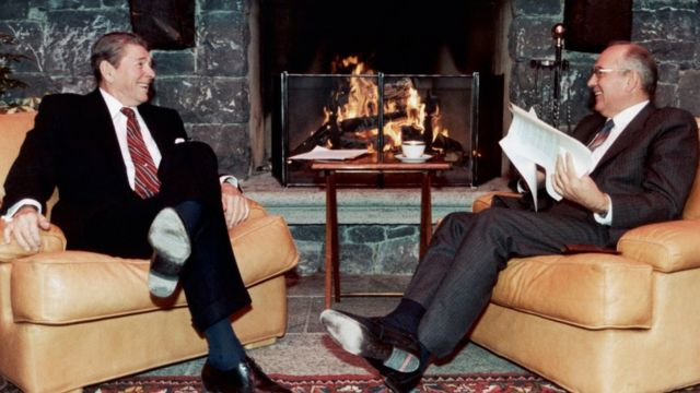 Ronald Reagan and Mikhail Gorbatchev in 1985
