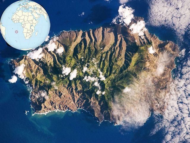 Espectacular imagen de NASA (y su ubicación en la esquina derecha, gracias a Wikipedia) de Santa Elena