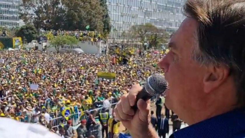 Bolsonaro speaks to supporters in Brasilia this September 7