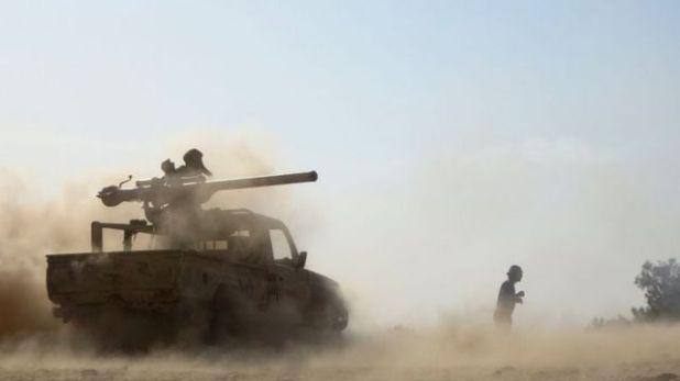 القوات الحكومية المدعومة من السعودية تصد هجوماً للمتمردين الحوثيين على مأرب الغنية بالنفط ، على بعد حوالي 120 كيلومتراً شرق العاصمة اليمنية صنعاء التي يسيطر عليها الحوثيون، في 14 فبراير 2021.