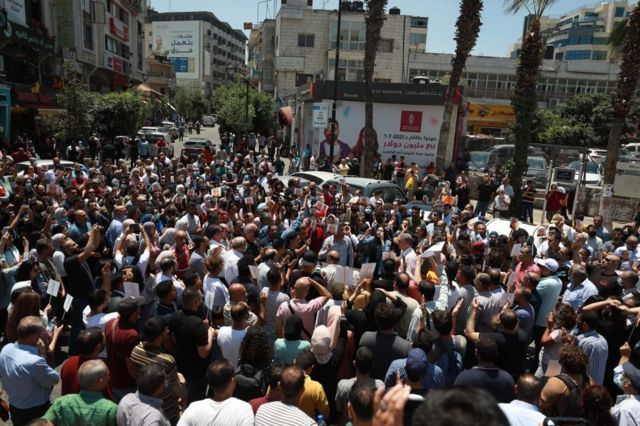 Hundreds of Palestinians gathered in Ramallah in the West Bank to protest the killing of Nizar Nabat. 24/June/2021