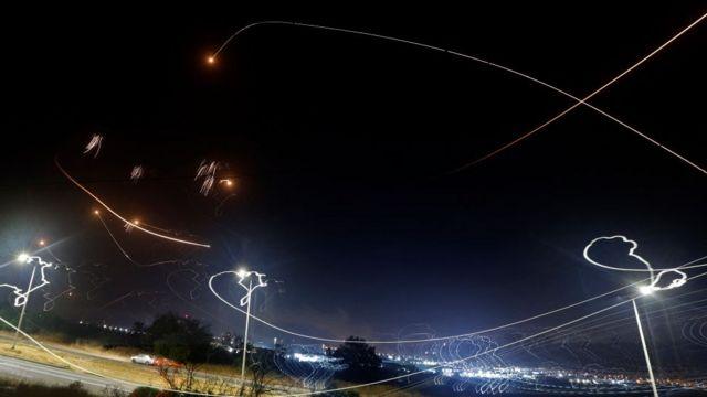 Domo de Hierro neutralizando ataques aéreos.