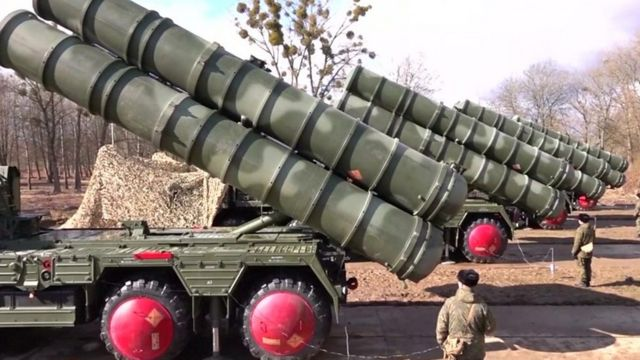 A demonstration of the S-400 missile system