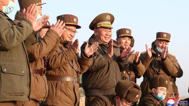 25일 시험 발사 자리에 김정은 위원장은 참석하지 않았다