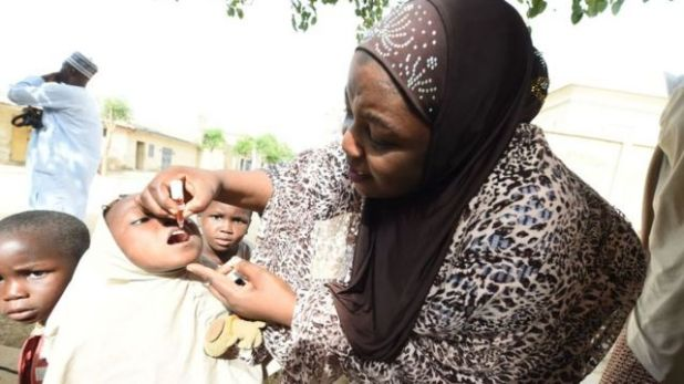 مستشارة اليونيسف الصحية هديزا وايا أثناء حملة التطعيم ضد شلل الأطفال في هوتورو كودو 2017