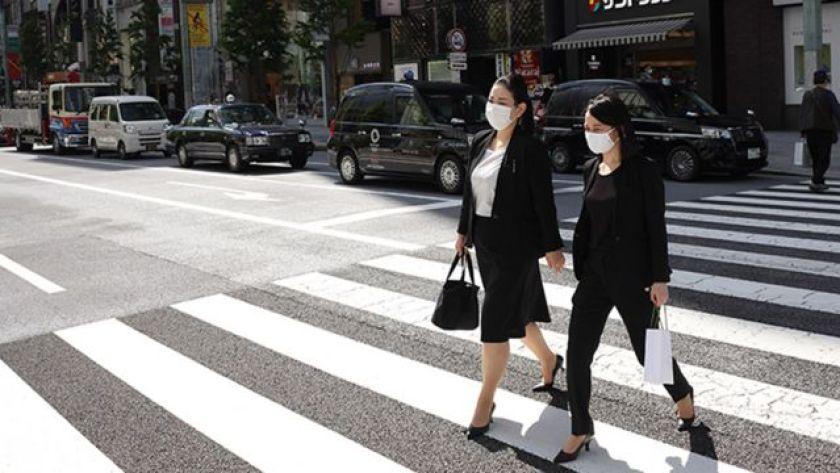 Japanese workers walk in Tokyo street