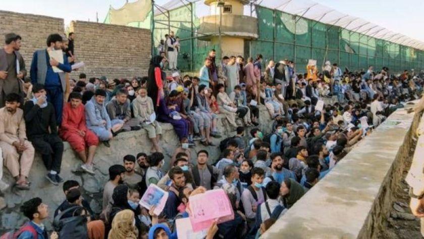 Crowd around Kabul airport