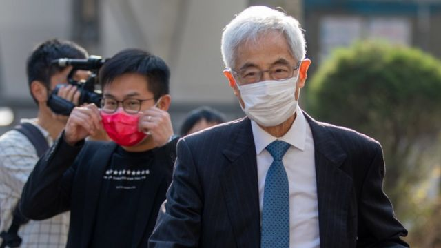 李柱铭(右)抵达西九龙法院大楼(16/2/2021)