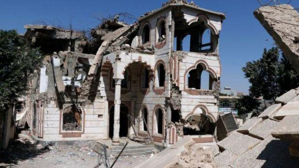 منزل بعد تدميره في غارة جوية نفذتها طائرات التحالف بقيادة السعودية في 5 فبراير/شباط 2021 في صنعاء ، اليمن.