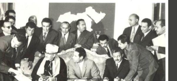 Каддафи выступает посредником между президентами Северного и Южного Йемена при подписании первых йеменских соглашений о единстве в Триполи, 28 ноября 1972 года.