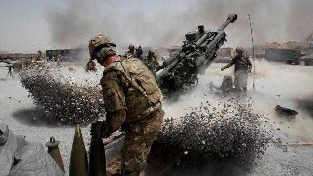 Soldados de artillería en 2011