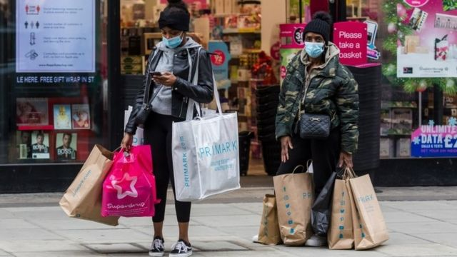 People shopping in London