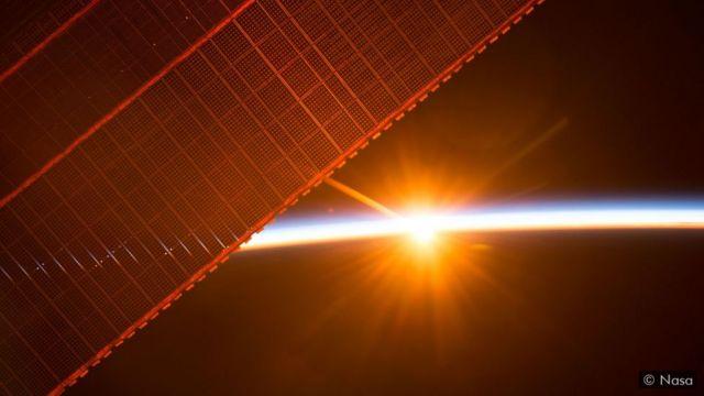 Painéis solares no espaço