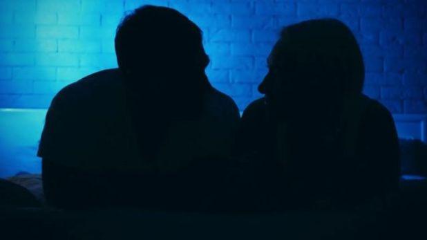 إلى جانب العازبين، هناك بعض الأزواج أيضا الذين يستكشفون التفاعل الجنسي عبر الإنترنت